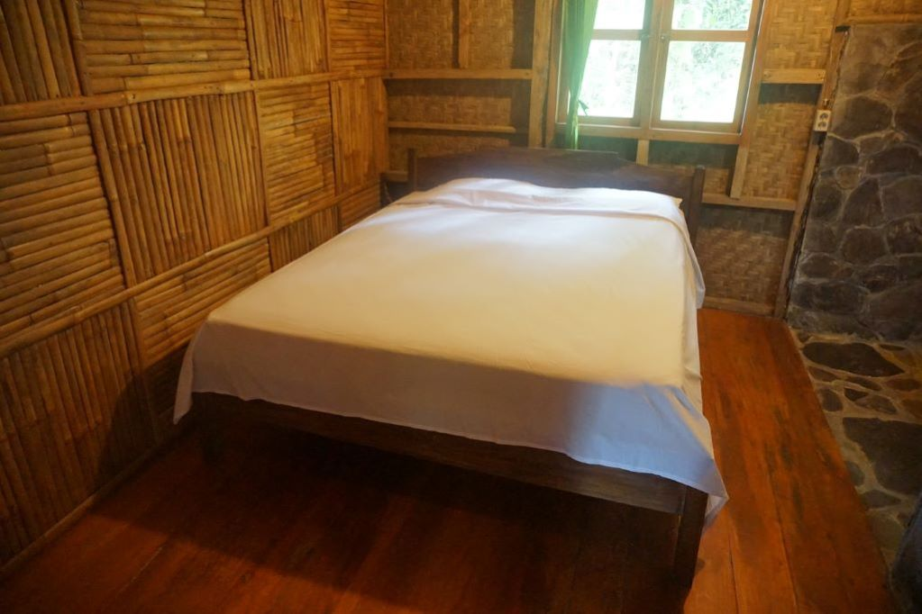 Queen size bed in Puspa Jungle Lodge, Vila Botani